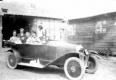 Les propriétaires des lieus en voiture: M et Mme Deleplanque